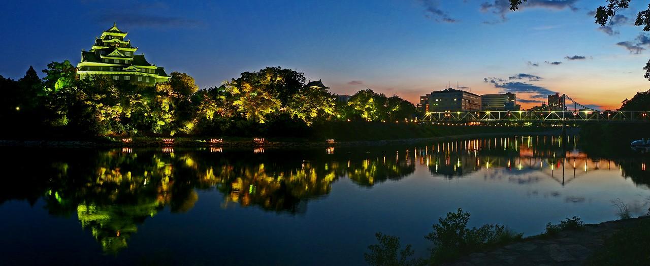 20170827 夏の烏城灯源郷水辺の回廊城郭の日暮れワイド風景 (1)