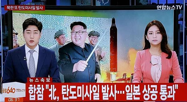 北朝鮮のミサイル発射を伝える韓国のテレビ=ソウル