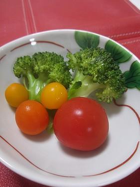 20170830 蒸しブロッコリーとトマト
