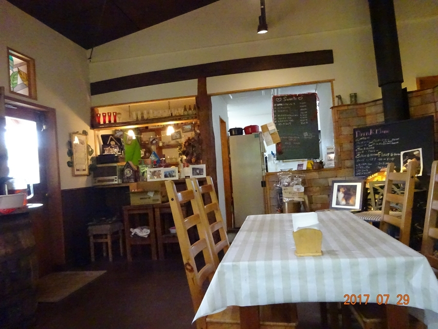 DSC09364レストラン1