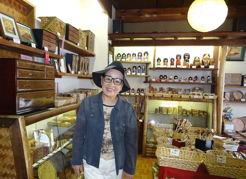 DSC09623寄木細工の店で