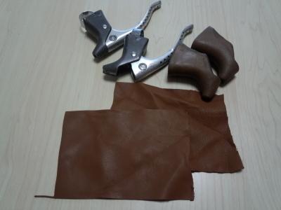 ブレーキレバーの革カバー