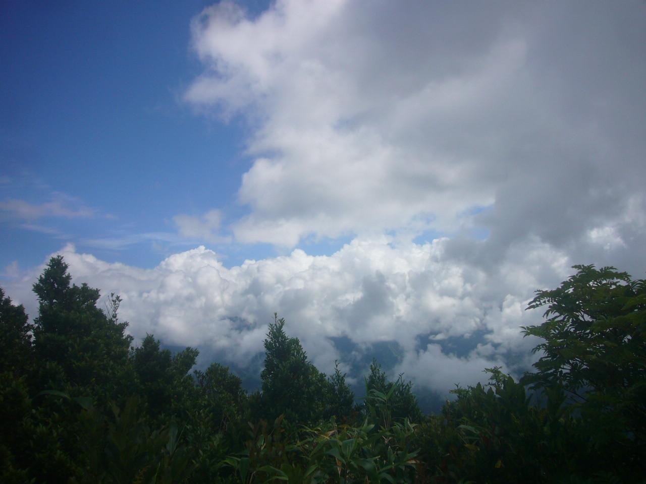 大長山から白山チラリ H29.8.19