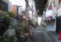 ガード下の商店街