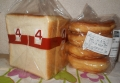 4枚切り食パンと丸デニッシュ