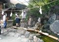 宝が池(中央の像が弁天様)