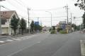 かつての軍用道路だった県道並木川崎線(左)
