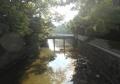 下山橋から見る下山川、右は葉山御用邸