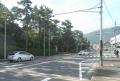 左は葉山御用邸、向かいの白い建物は葉山警察署