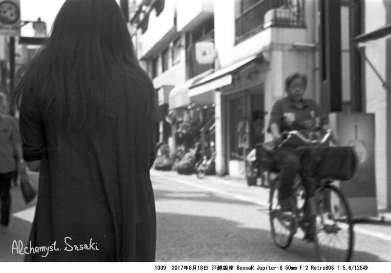 長い髪の女性1009-8