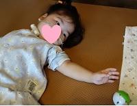 2歳3か月左手とボール0814 - コピー