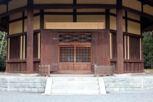 0253:俳聖殿 建物の入口部分①