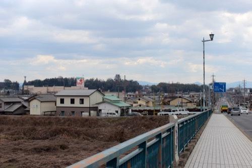 0253:俳聖殿 国道から上野城をみる