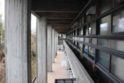 0254:伊賀市庁舎 北側からピロティを見る