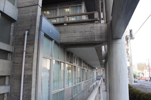 0255:大津市庁舎 本館ファサードを横から