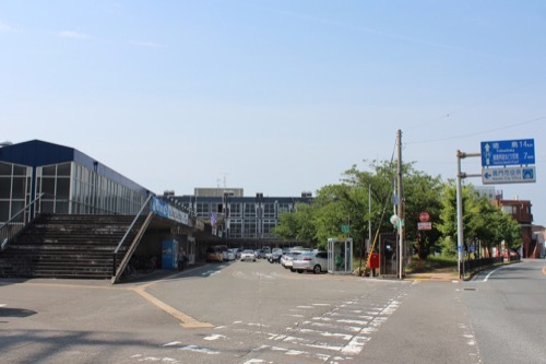 0261:鳴門市庁舎・市民会館 公道から眺める①