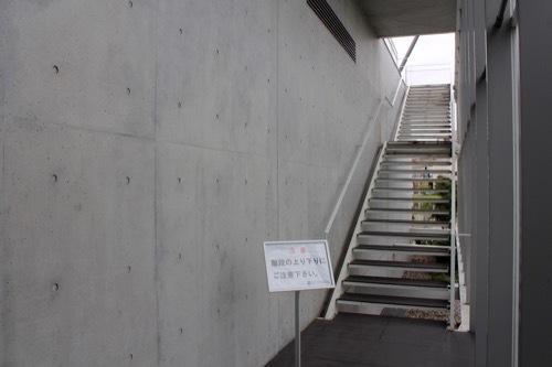 0264:加賀片山津温泉総湯 ガラス奥の階段②