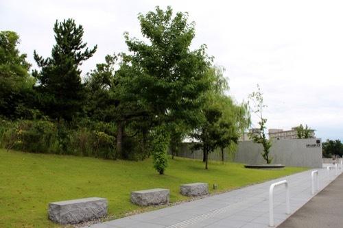 0264:加賀片山津温泉総湯 正面に広がる森