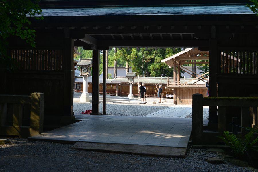 日陰の神社-5