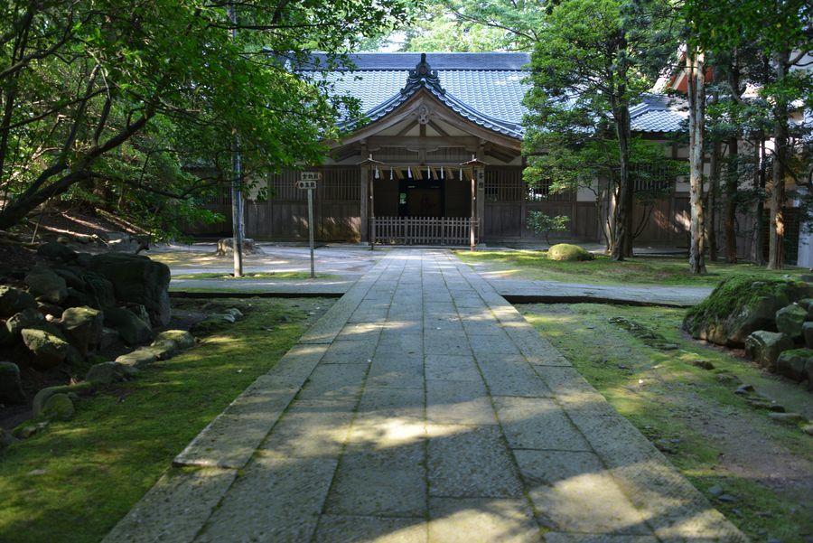日陰の神社-6