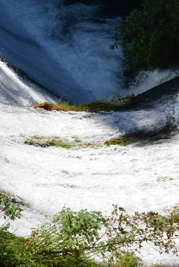 ダムからの水-5