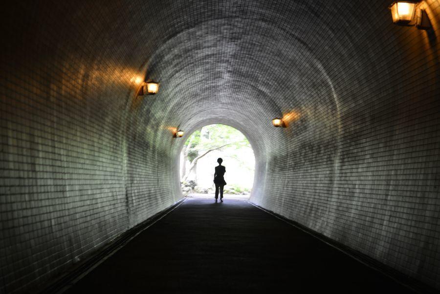 トンネルを-1