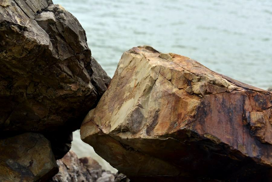 海岸の岩-2