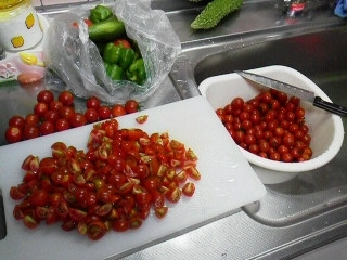 170727八木橋頂き物トマト料理1