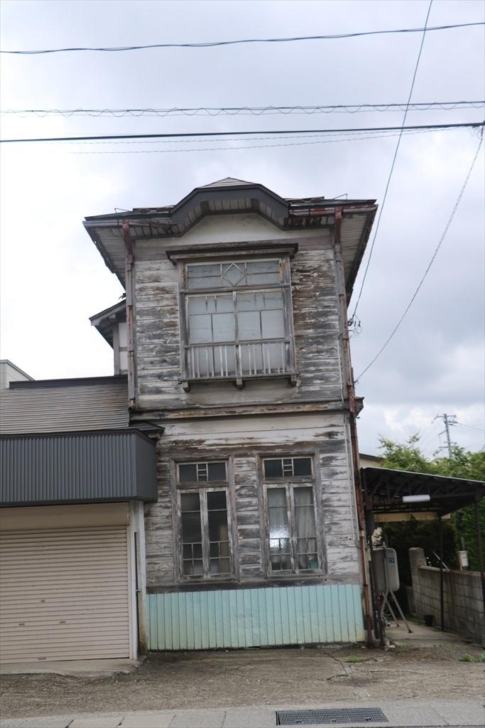 入口近くにあった小さな家