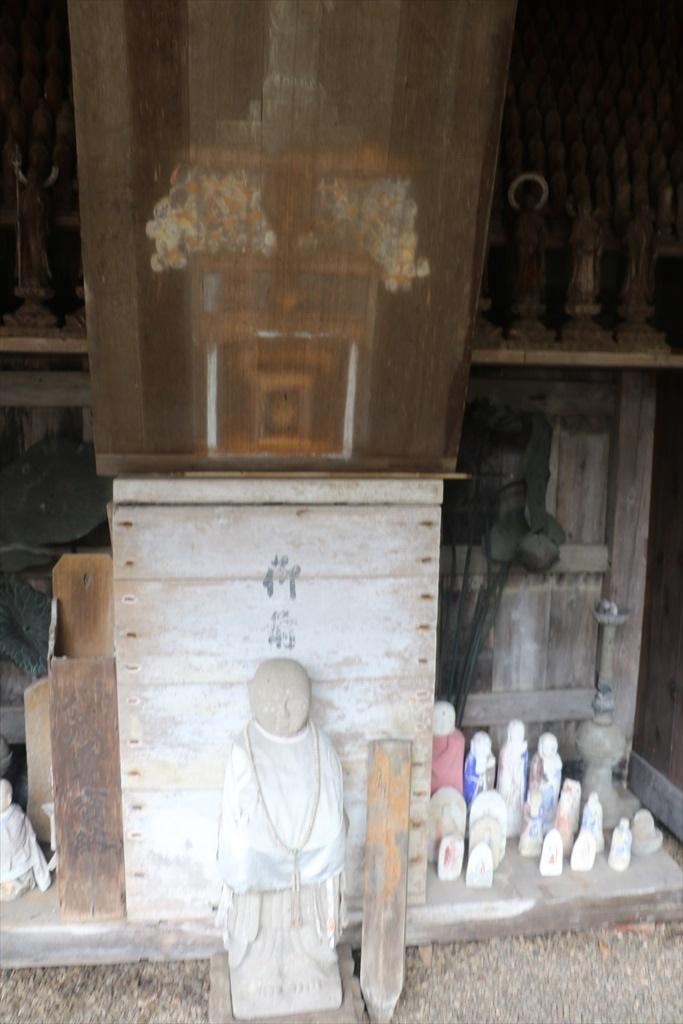 発見された承祐公のミイラがおさめられていた石の棺_3