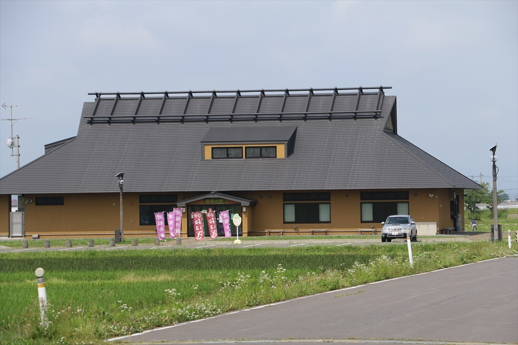 遠目には古民家風に見えた新しい建物
