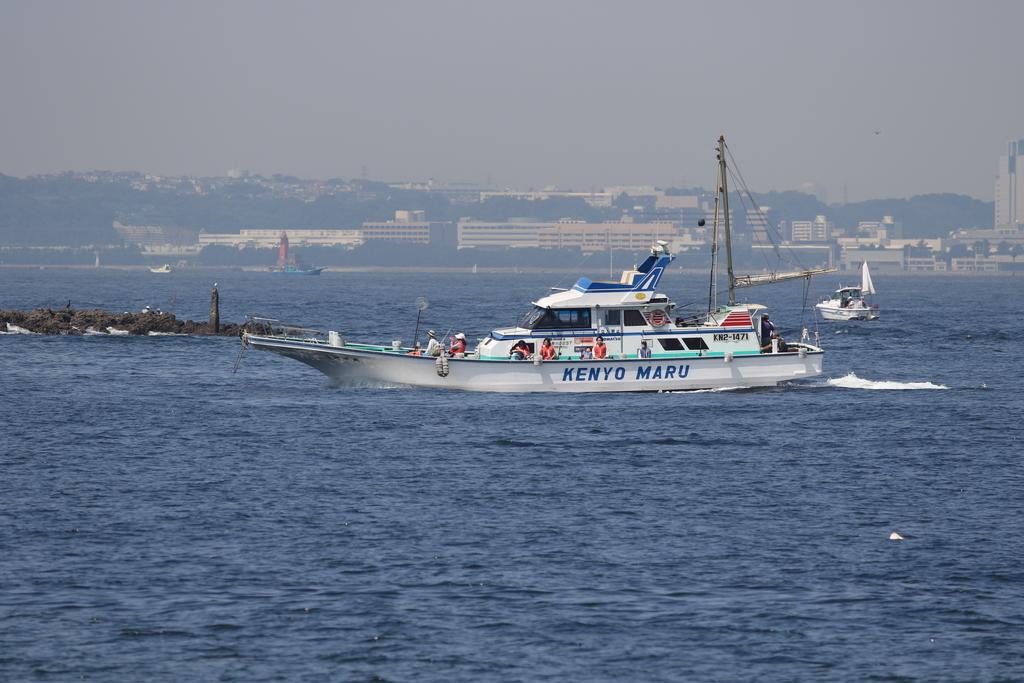 走水の漁港に釣り船が戻ってきた_3