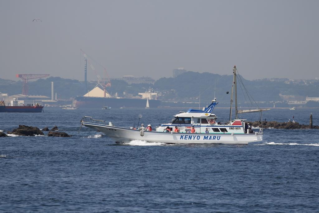 走水の漁港に釣り船が戻ってきた_4
