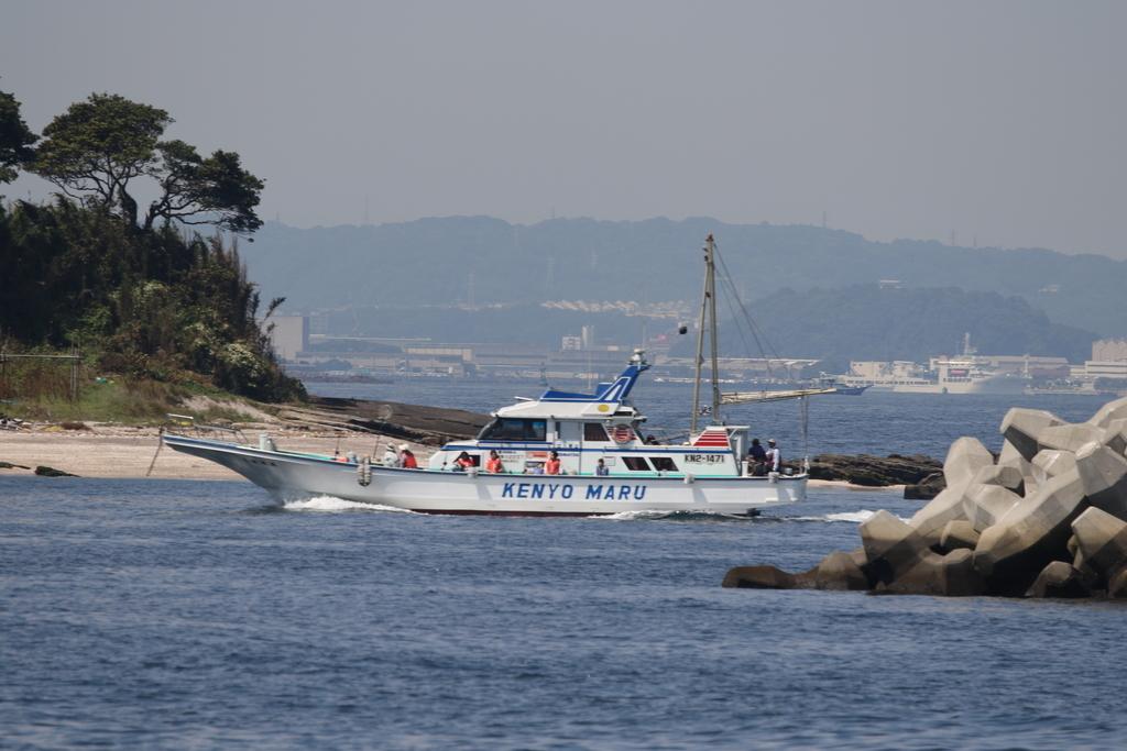 走水の漁港に釣り船が戻ってきた_6