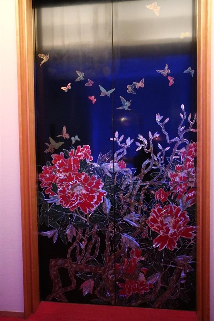 エレベーターの装飾_1