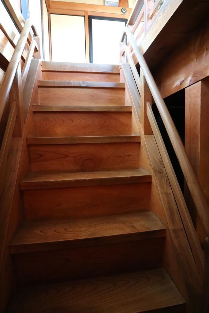 2層目から3層目への階段_2