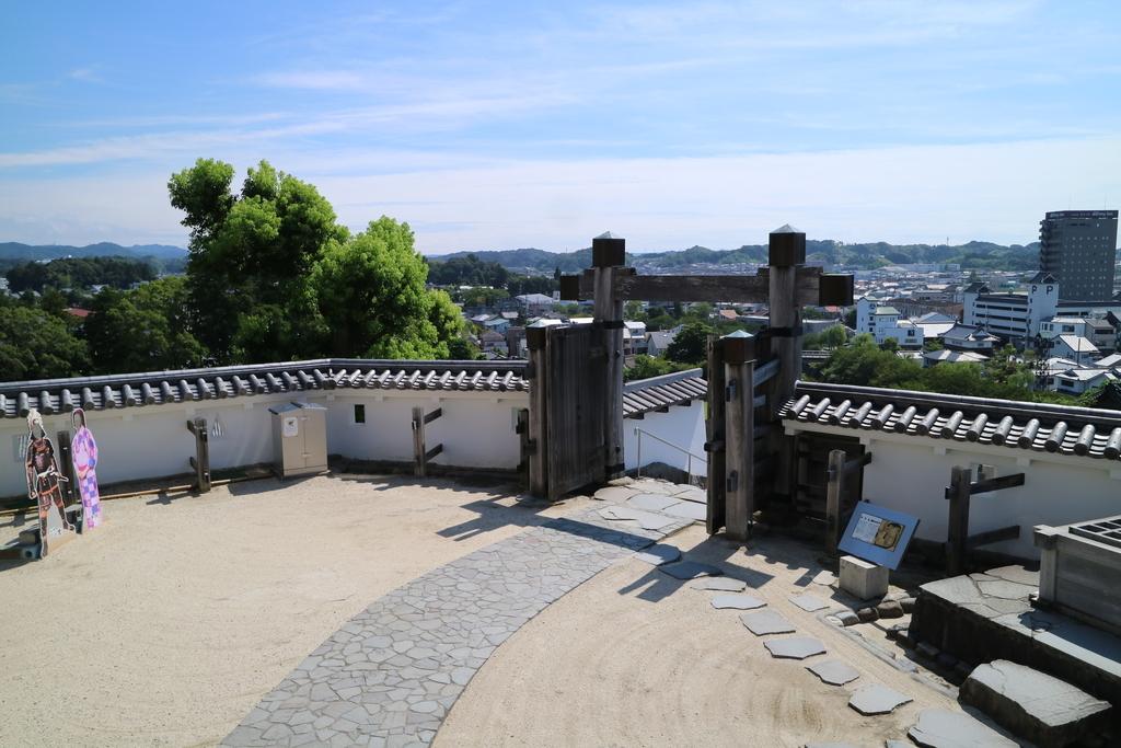 天守曲輪(天守丸)の冠木門