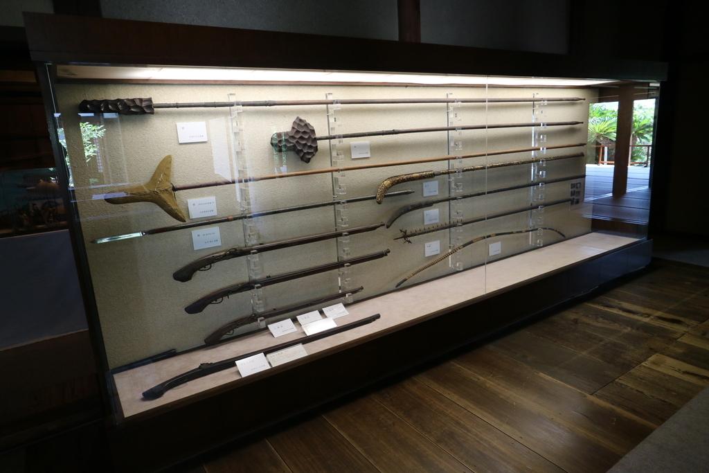 廊下には武具の展示が