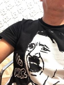 ヒトラーTシャツ