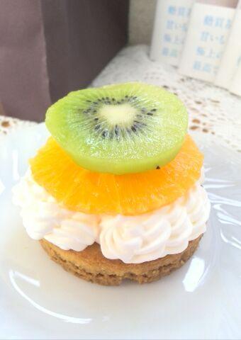 ダブルのクリームとフルーツで・・・