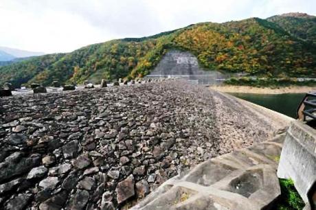 Dam_kamioosu-3堤体ダム湖側