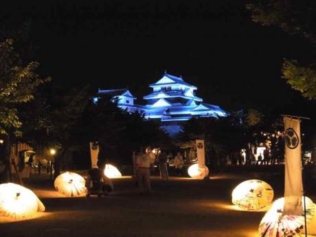 観月にあわせた松山城ライトアップ