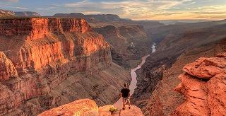 1400-grand-canyon-national-park-hiker.jpg