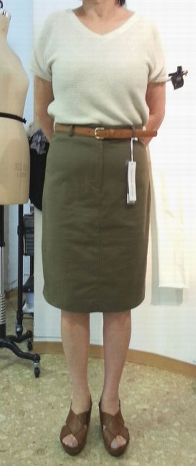 カーキタイトスカート1
