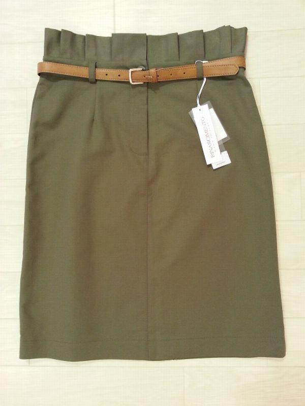 カーキタイトスカート2