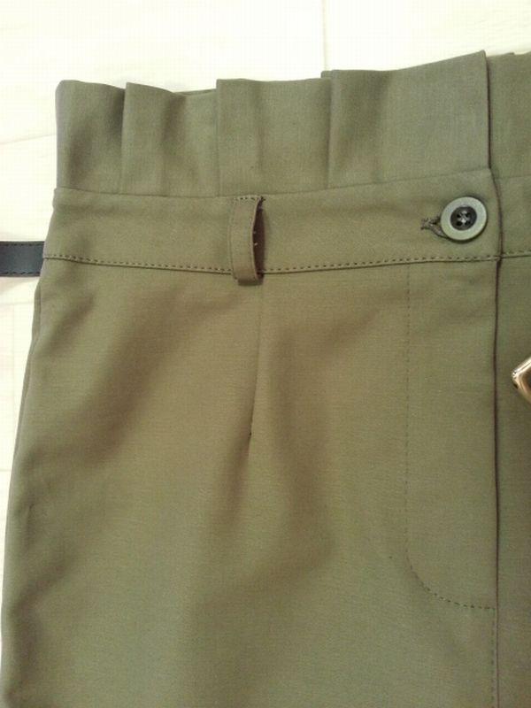 カーキタイトスカート3