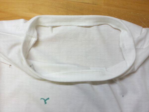 Tシャツ衿ぐりを大きく10
