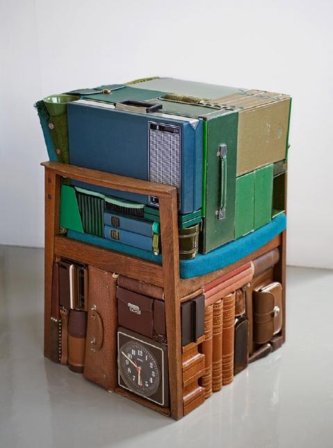 椅子とケース類(マイケル・ヨハンソンさんの作品)
