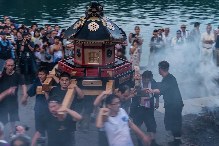 2017.07.08あばれ祭_酒垂方神輿海へ7