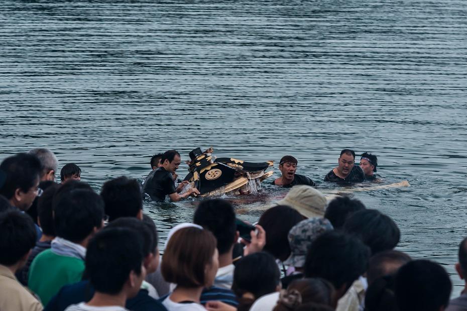 2017.07.08あばれ祭_酒垂方神輿海へ2